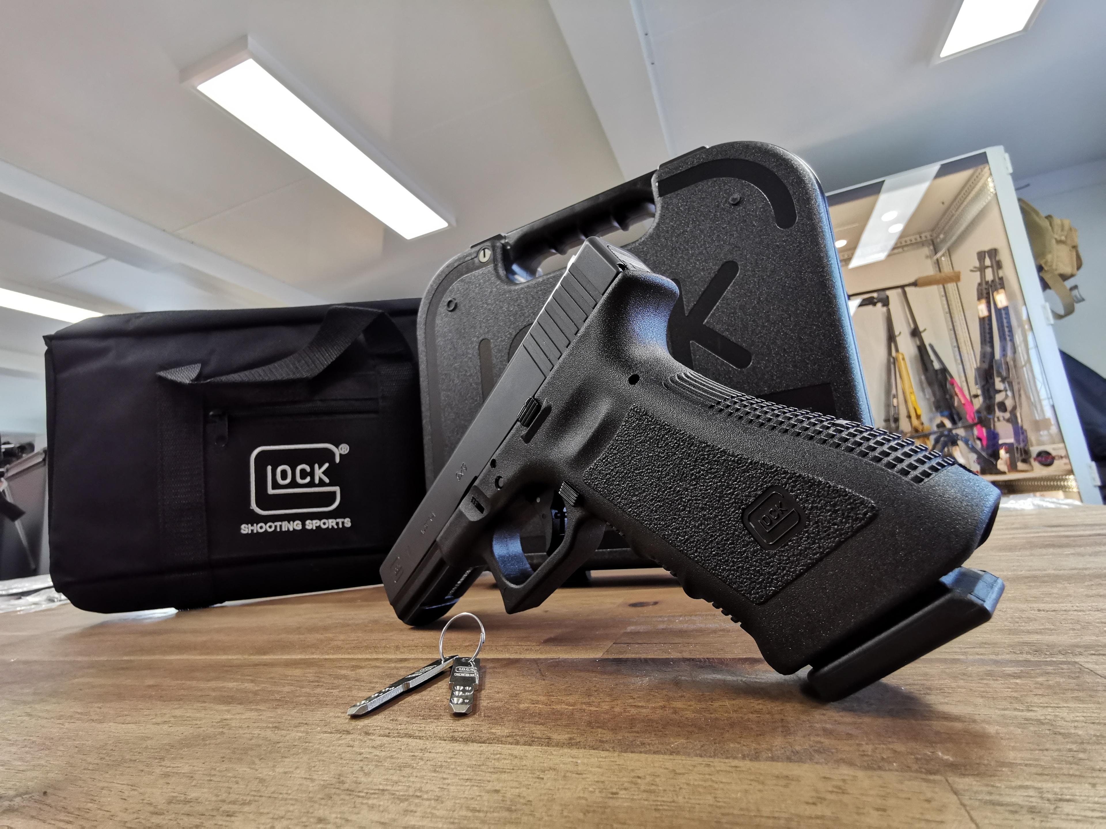 Friday´s For Shooter´s AKTION - Glock 17 Gen 3 Sperrschloss inkl. Glock Pistolentasche