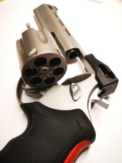 Taurus Raging Bull 444 Revolver Kaliber  . 44 Magnum