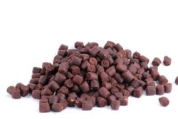 Atzi Bait Feeder Pellets, 12mm, Red Halibut / Blut, 1kg