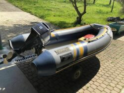 Zum Verkauf kommt mein Festrumpfschlauchboot mit 8PS 4-Takt Motor.